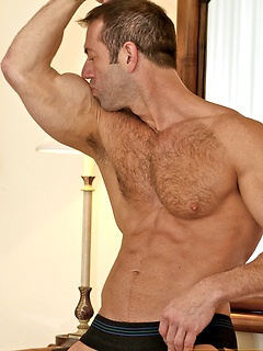 Vic Rocco is built like the perfect man and his body is breathtaking in stripping pics