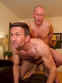 Matt Sizemore enjoys sucking a fat cock before getting his asshole banged