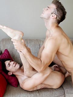 Slutty guy sucks the big cock to a throbbing erection so it can fuck him bareback