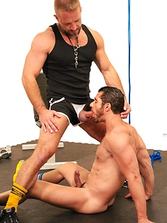 Gay trainer likes to tie up his client and mouth fuck him with passion