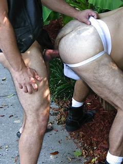 JW Bare and Rod Drainer get to pleasure their massive meat poles outdoors