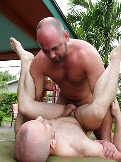 Horny bear masseur blows his client and bottoms for his thick bareback cock