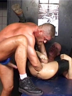 Brutal gay double anal fisting and bat fucking stretches out his bottom ass so wide
