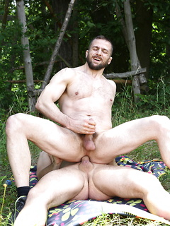 Nothing is as good for this gay dude as getting his butt fucked outdoors