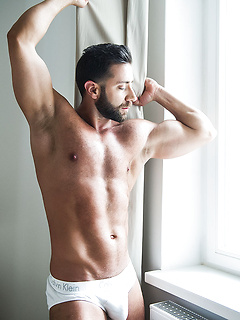 Valentino Medici slides his large boner in Dmitry Osten's rather tight bunghole